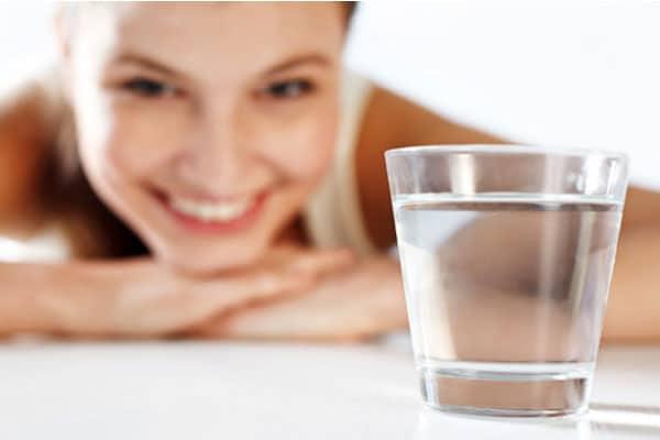 copo-de-agua-antes-refeicao