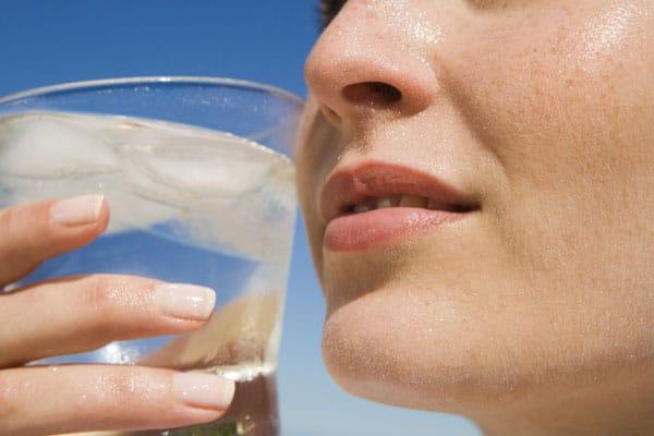 nao-beber-agua-de-uma-so-vez