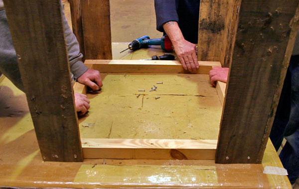 mesa-com-paletes-de-madeira-6