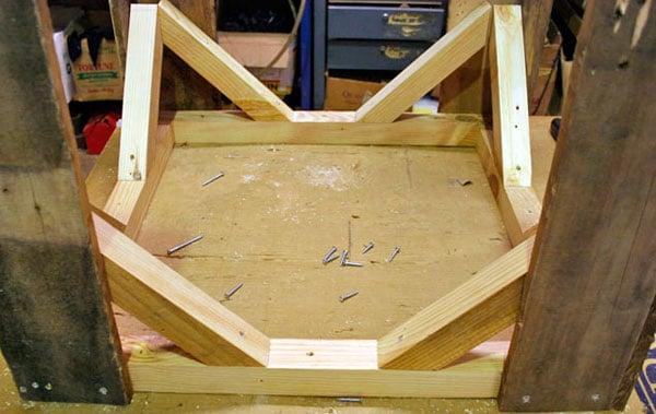 mesa-com-paletes-de-madeira-8