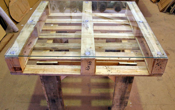 mesa-com-paletes-de-madeira-9