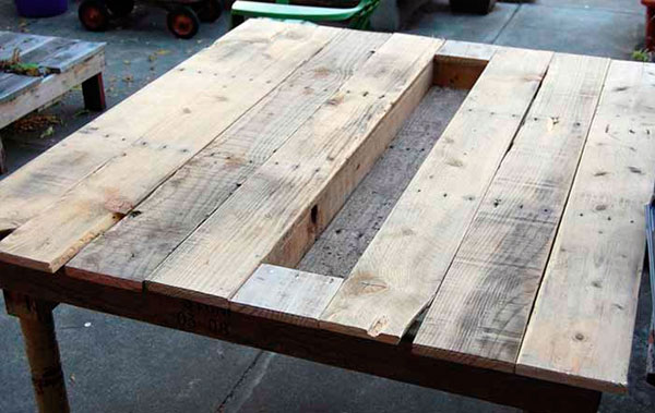 mesa-de-palete-com-mini-jardim-4