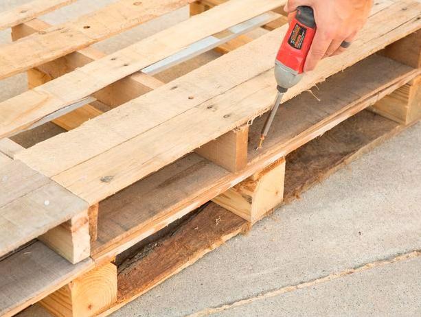 sofa-de-palete-de-madeira-3