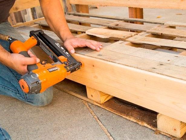 sofa-de-palete-de-madeira-8