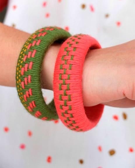 pulseiras-de-madeira-decoradas-com-la-6