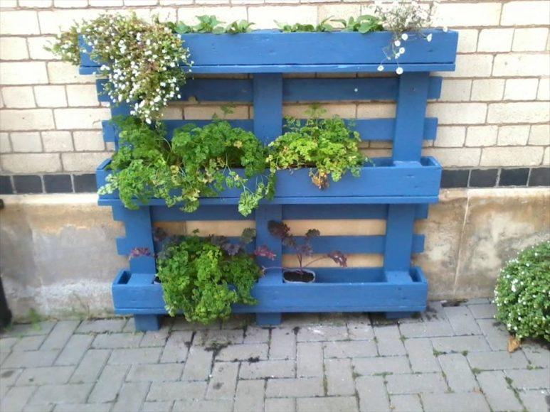 M veis de paletes 20 ideias para floreiras com madeira de paletes - Fabriquer une jardiniere avec des palettes ...