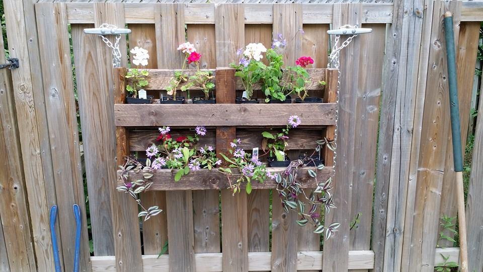 hanging-pallet-planter