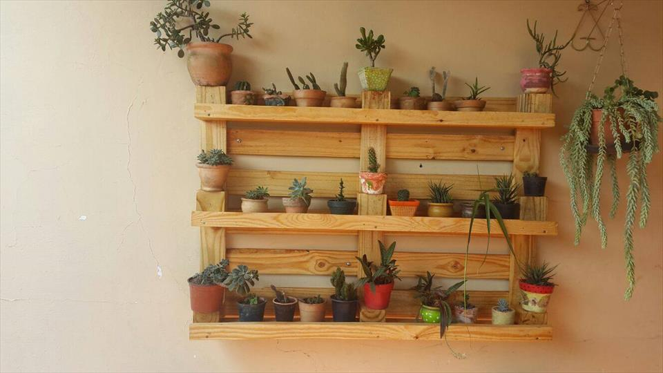 wall-hanging-pallet-pot-organizer