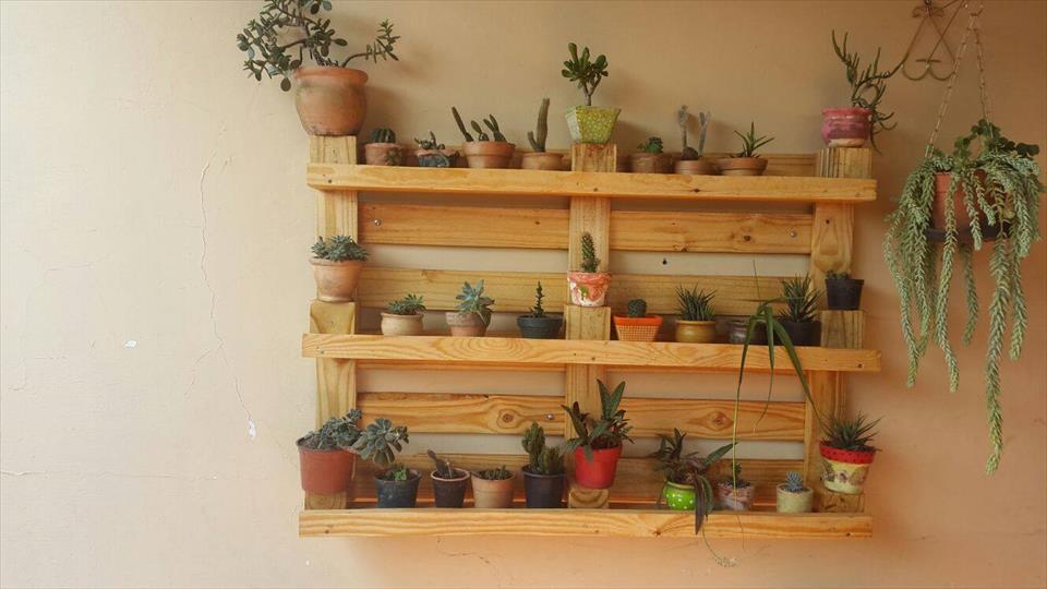 wall-hanging-pallet-pot-organizer