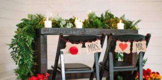 plaquinha rústica da cadeira dos noivos
