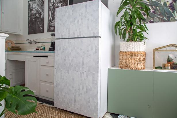 Faça você mesmo como adesivar a geladeira -> Decoracao De Banheiros Com Artesanato