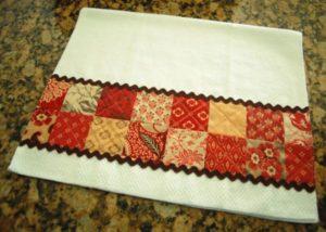 decorar pano de prato com retalhos