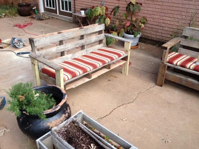 Preferência Móveis de paletes: sofá para o seu jardim AQ42