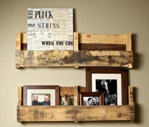 Prateleira de fotos em madeira
