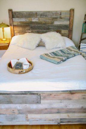 Procurando ideias de cama? E essa ideia de cabeceira de palete rústica sem sair da sua casa?