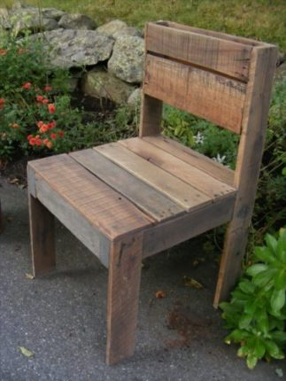Cadeira de paletes de madeira