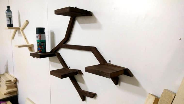 Esta ideia criativa de prateleira de palete com inspiração em galhos e formas da natureza vai ser um sucesso.